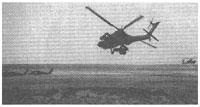 """Рис. 10. Ударный вертолет АН-64 """"Апач"""" осуществляет поиск вражеских танков (Ирак 1991 год)"""