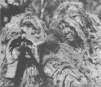 Рис. 2. Снайперы морской пехоты на позиции