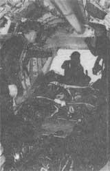 Рис. 6. Сбрасывание надувной лодки СпН с вертолета